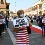 Foto Nicoloro G.   02/06/2020   Faenza ( Ra)   Nella giornata della Festa della Repubblica i partiti dell' opposizione promuovono un flash mob di protesta contro il governo ' Per l' Italia che vuole ripartire in sicurezza '. nella foto alcuni partecipanti al flash mob.