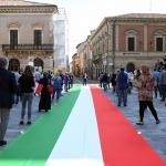 Foto Nicoloro G.   02/06/2020   Faenza ( Ra)   Nella giornata della Festa della Repubblica i partiti dell' opposizione promuovono un flash mob di protesta contro il governo ' Per l' Italia che vuole ripartire in sicurezza '. nella foto manifestanti.