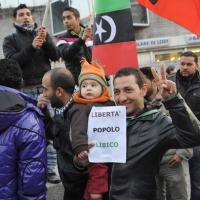 Foto Nicoloro G. 04/03/2011 Milano Manifestazione in piazza Loreto con corteo di un centinaio di immigrati libici contro il regime di Gheddafi a cui hanno partecipato anche immigrati tunisini ed egiziani. nella foto Manifestanti con bandiere e cartelli