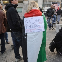 Foto Nicoloro G. 04/03/2011 Milano Manifestazione in piazza Loreto con corteo di un centinaio di immigrati libici contro il regime di Gheddafi a cui hanno partecipato anche immigrati tunisini ed egiziani. nella foto Donna manifestante con cartello