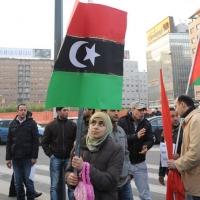 Foto Nicoloro G. 04/03/2011 Milano Manifestazione in piazza Loreto con corteo di un centinaio di immigrati libici contro il regime di Gheddafi a cui hanno partecipato anche immigrati tunisini ed egiziani. nella foto Donna manifestante con bandiera