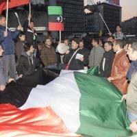 Foto Nicoloro G. 04/03/2011 Milano Manifestazione in piazza Loreto con corteo di un centinaio di immigrati libici contro il regime di Gheddafi a cui hanno partecipato anche immigrati tunisini ed egiziani. nella foto Manifestanti con altoparlante e una grande bandiera