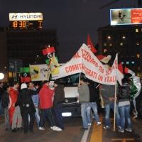 Foto Nicoloro G. 04/03/2011 Milano Manifestazione in piazza Loreto con corteo di un centinaio di immigrati libici contro il regime di Gheddafi a cui hanno partecipato anche immigrati tunisini ed egiziani. nella foto Manifestanti con striscioni e bandiere