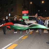 Foto Nicoloro G. 04/03/2011 Milano Manifestazione in piazza Loreto con corteo di un centinaio di immigrati libici contro il regime di Gheddafi a cui hanno partecipato anche immigrati tunisini ed egiziani. nella foto Manifestanti con una grande bandiera