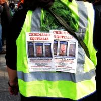 """Foto Nicoloro G. 11/03/2014  Milano   Manifestazione promossa dall' ALT, """" Associazione legge uguale per tutti """" contro Equitalia, al grido """" ci hanno ridotto in mutande """". nella foto cartelli lungo il corteo."""