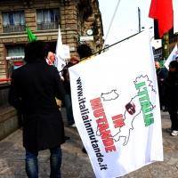 """Foto Nicoloro G. 11/03/2014  Milano   Manifestazione promossa dall' ALT, """" Associazione legge uguale per tutti """" contro Equitalia, al grido """" ci hanno ridotto in mutande """". nella foto un manifestante con bandiera."""