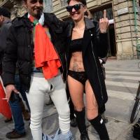 """Foto Nicoloro G. 11/03/2014  Milano   Manifestazione promossa dall' ALT, """" Associazione legge uguale per tutti """" contro Equitalia, al grido """" ci hanno ridotto in mutande """". nella foto due manifestanti nel corteo di un centinaio di manifestanti in partenza da Porta Venezia."""