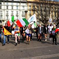 """Foto Nicoloro G. 11/03/2014  Milano   Manifestazione promossa dall' ALT, """" Associazione legge uguale per tutti """" contro Equitalia, al grido """" ci hanno ridotto in mutande """". nella foto il corteo di un centinaio di manifestanti parte da Porta Venezia."""