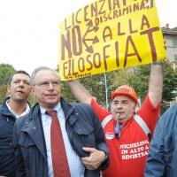 Foto Nicoloro G.  16/10/2010 Roma  Manifestazione nazionale Fiom-CGIL con cortei e comizio finale in piazza San Giovanni. nella foto Guglielmo Epifani e manifestante con cartello