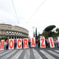Foto Nicoloro G.  16/10/2010 Roma  Manifestazione nazionale Fiom-CGIL con cortei e comizio finale in piazza San Giovanni. nella foto Manifestanti del corteo del nord-Italia vicino al Colosseo