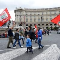 """Foto Nicoloro G. 12/10/2013 Roma Manifestazione nazionale in difesa della Costituzione, """" La via maestra """", organizzata dalla FIOM. nella foto Manifestanti"""