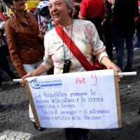 """Foto Nicoloro G. 12/10/2013 Roma Manifestazione nazionale in difesa della Costituzione, """" La via maestra """", organizzata dalla FIOM. nella foto Una manifestante e cartello"""