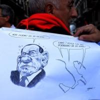 """Foto Nicoloro G. 12/10/2013 Roma Manifestazione nazionale in difesa della Costituzione, """" La via maestra """", organizzata dalla FIOM. nella foto Un cartello"""
