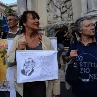 """Foto Nicoloro G. 12/10/2013 Roma Manifestazione nazionale in difesa della Costituzione, """" La via maestra """", organizzata dalla FIOM. nella foto Manifestanti e cartelli"""