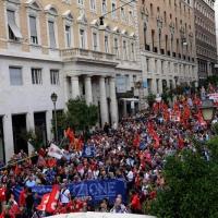 """Foto Nicoloro G. 12/10/2013 Roma Manifestazione nazionale in difesa della Costituzione, """" La via maestra """", organizzata dalla FIOM. nella foto Il corteo"""