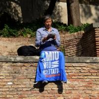 """Foto Nicoloro G. 12/10/2013 Roma Manifestazione nazionale in difesa della Costituzione, """" La via maestra """", organizzata dalla FIOM. nella foto Una manifestante"""