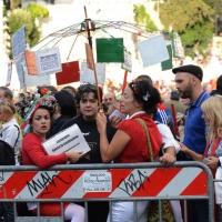 """Foto Nicoloro G. 12/10/2013 Roma Manifestazione nazionale in difesa della Costituzione, """" La via maestra """", organizzata dalla FIOM. nella foto Un gruppo di manifestanti"""