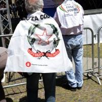 """Foto Nicoloro G. 02/06/2013 Bologna Manifestazione in difesa della Costituzione organizzata da """" Libertà e Giustizia """" dal titolo """" Non è cosa vostra """". nella foto Manifestanti"""