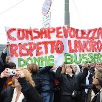 """Foto Nicoloro G. 13/02/2011 Milano Manifestazione delle donne """" Se non ora quando ? """" per la dignita' del soggetto donna e contro Berlusconi. nella foto Manifestanti con striscione"""