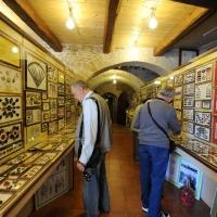 """Foto Nicoloro G. 03/01/2012 Santarcangelo di Romagna ( Rimini ) Primo ed unico in Italia """" Museo del bottone """", ricco di 8500 pezzi provenienti da tutto il mondo. nella foto Una sala del museo"""