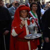Foto Nicoloro G.    14/09/2014     Ravenna    In occasione del 693° anniversario della morte di Dante Alighieri si è svolta la tradizionale cerimonia dell' offerta dell' olio, per la lampada che arde nel sepolcro del Sommo Poeta, da parte del Comune di Firenze. nella foto l' ampolla contenente l' olio.
