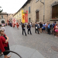 Foto Nicoloro G. 08/09/2013 Ravenna Tra le varie celebrazioni per il 692esimo anniversario della morte di Dante Alighieri anche la tradizionale offerta da parte del Comune di Firenze dell' olio che alimenta la lampada nella tomba del Sommo Poeta. nella foto Il corteo con l'ampolla con l'olio verso la Tomba di Dante