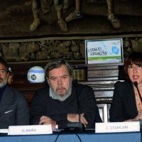 """Foto Nicoloro G. 27/01/2014   Milano  17° edizione del premio """" L' Altropallone """". nella foto da sinistra Cesare Prandelli, Gianni Mura e Cristina Stancari."""