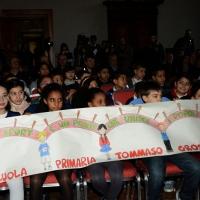 """Foto Nicoloro G. 27/01/2014   Milano  17° edizione del premio """" L' Altropallone """". nella foto un gruppo di scolari con striscione."""