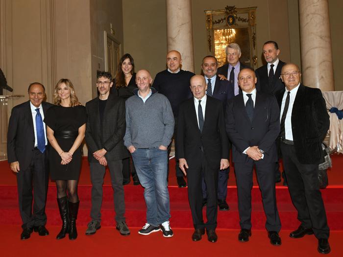 Foto Nicoloro G.   23/11/2019   Ravenna    48° edizione del ' Premio Guidarello per il giornalismo d' autore ' organizzato da Confindustria Romagna. nella foto il gruppo dei premiati e alcuni dei partecipanti alla serata.