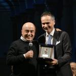 Foto Nicoloro G.   23/11/2019   Ravenna    48° edizione del ' Premio Guidarello per il giornalismo d' autore ' organizzato da Confindustria Romagna. nella foto il comico Paolo Cevoli, a sinistra, premiato dall' assessore Andrea Corsini.