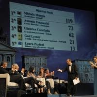 """Foto Nicoloro G.   04/09/2010  Venezia  Quarantottesima edizione del """" Premio Campiello Letteratura """". nella foto Bruno Vespa dichiara Michela Murgia vincitrice del Campiello 2010"""