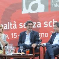 """Foto Nicoloro G. 19/06/2010  Riccione (Rimini)  Sedicesima edizione del """"Premio giornalistico televisivo Ilaria Alpi"""". nella foto Tiziana Ferrario – Roberto Natale – Andrea Vianello"""