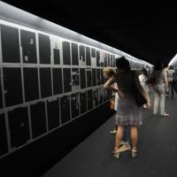 """Foto Nicoloro G. 15/06/2011 Riccione (RN) Inaugurata la diciassettesima edizione del """" Premio Ilaria Alpi per il giornalismo televisivo """" dal titolo """" Esserci per la verita' """" con tre eventi : la presentazione di un libro in memoria del padre della giornalista uccisa in Somalia, una mostra fotografica sulla Somalia e l' installazione """" L' opera al nero """". nella foto Il tunnel con l'installazione """"L'opera al nero"""""""