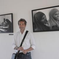 """Foto Nicoloro G. 15/06/2011 Riccione (RN) Inaugurata la diciassettesima edizione del """" Premio Ilaria Alpi per il giornalismo televisivo """" dal titolo """" Esserci per la verita' """" con tre eventi : la presentazione di un libro in memoria del padre della giornalista uccisa in Somalia, una mostra fotografica sulla Somalia e l' installazione """" L' opera al nero """". nella foto Fulvio Zubiani in una sala della mostra fotografica sulla Somalia"""