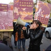 Foto Nicoloro G. 17/11/2012 Milano Nell' ambito dell' evento BookCity anche il presidente del Consiglio ha partecipato presentando in Università Bocconi due libri. Durante lo svolgimento della presentazione un centinaio di giovani dei centri sociali hanno manifestato contro l' austerity ingaggiando tafferugli con le forze dell' ordine che hanno blindato l' Ateneo. nella foto Manifestanti e cartelli di protesta