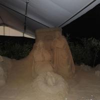 Foto Nicoloro G. 23/12/2010 Marina di Ravenna (RA) Tradizionale presepe di sabbia realizzato da quattro artisti stranieri, russo – spagnolo – giapponese – sloveno, sotto un tendone vicino al mare di Marina di Ravenna. nella foto La Natività