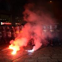 Foto Nicoloro G.  07/12/2014    Milano    Tradizionale serata inaugurale della stagione lirica del Teatro alla Scala. nella foto momenti di tensione e scontri tra contestatori e forze dell' ordine che sono fatte oggetto di lanci di candelotti fumogeni.