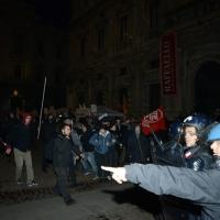 Foto Nicoloro G.  07/12/2014    Milano    Tradizionale serata inaugurale della stagione lirica del Teatro alla Scala. nella foto momenti di tensione e scontri tra contestatori e forze dell' ordine.