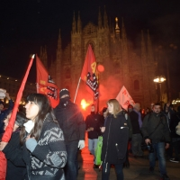 Foto Nicoloro G.  07/12/2014    Milano    Tradizionale serata inaugurale della stagione lirica del Teatro alla Scala. nella foto il corteo dei manifestanti attraversa piazza del Duomo.