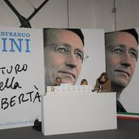Foto Nicoloro G.  06/11/2010 Bastia Umbra  (Perugia)  Prima Convention di Futuro e Liberta' – Manifesto per l' Italia. nella foto In vendita il libro di Gianfranco Fini
