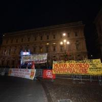 Foto Nicoloro G. 07/12/2013 Milano Tradizionale Prima alla Scala che annovera quest' anno anche la presenza del Capo dello Stato. nella foto Manifestanti e striscioni