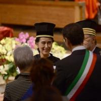 Foto Nicoloro G. 30/10/2013 Bologna Il leader dell' opposizione birmana Aung San Suu Kyi ospite della città di Bologna per ricevere la cittadinanza onoraria in Comune e la laurea honoris causa in Università. nella foto Aung San Suu Kyi – Ivano Dionigi – Virginio