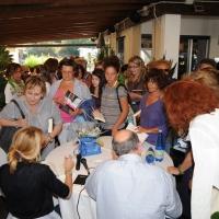 """Foto Nicoloro G. 05/07/2011 Marina Romea (RA) In apertura della rassegna """" Parola di donna…"""" si e' svolto un incontro con dibattito dal titolo """" Dalla Libia all' Italia, dove sono le donne ? """" in cui con interventi incrociati tra la giornalista Lilli Gruber ed il marito Jacques Charmelot, inviato di France Presse, si e' analizzata la condizione della donna nei suoi vari aspetti. nella foto Jacques Charmelot – Lilli Gruber di spalle firmano autografi"""