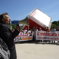 Foto Nicoloro G.  06/05/2014  Rimini   Si è aperto ufficialmente il 17° Congresso della CGIL. nella foto il sindacalista Giorgio Cremaschi che è in posizione critica verso la CGIL e ha inscenato una protesta fuori dal Palacongressi.