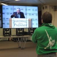"""Foto Nicoloro G. 04/12/2011 Vicenza Dopo quattro anni si riunisce il Parlamento Padano nella sua sede di villa """" La Favorita """". nella foto L'intervento di Umberto Bossi"""