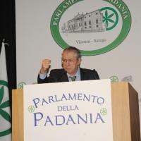 """Foto Nicoloro G. 04/12/2011 Vicenza Dopo quattro anni si riunisce il Parlamento Padano nella sua sede di villa """" La Favorita """". nella foto Umberto Bossi"""