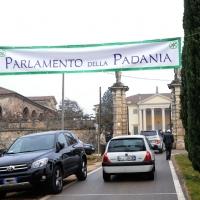 """Foto Nicoloro G. 04/12/2011 Vicenza Dopo quattro anni si riunisce il Parlamento Padano nella sua sede di villa """" La Favorita """". nella foto L'ingresso di villa """"La Favorita"""""""