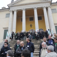 """Foto Nicoloro G. 04/12/2011 Vicenza Dopo quattro anni si riunisce il Parlamento Padano nella sua sede di villa """" La Favorita """". nella foto Umberto Bossi con lo stato maggiore della Lega Nord"""