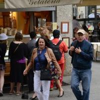 """Foto Nicoloro G.  26/06/2014  Milano   Presentazione della mostra """" Genesi """" del fotografo brasiliano Sebastiao Salgado, allestita nella sede del Palazzo della Ragione. nella foto il fotografo Sebastiao Salgado con la moglie Lelia Wanick, curatrice della mostra."""