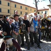 """NIK_Foto Nicoloro G. 09/04/2012 Fontanelice ( BO) Cinquantaseiesima edizione della tradizionale """" Sagra della pie' fretta """", cioe' della """" pizza fritta """", che si tiene nella cittadina di Fontanelice ogni lunedi' di Pasqua e che oltre alle consuete bancarelle offre anche una divertente corsa di asini. nella foto Concorrenti con il loro asino"""
